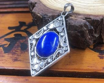 traditional pendant, Pekinoise jewelry. Lapis Lazuli from Afghanistan. Silver 925