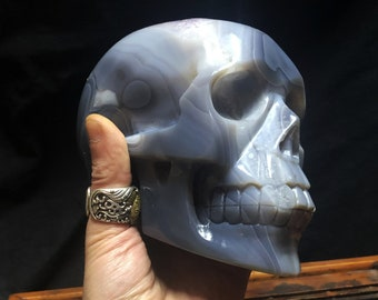 Big crystal skull. hand-carved. Amethyst geode in agate gangue. one-of-a-kind piece. 2,758kg 16/14/10cm