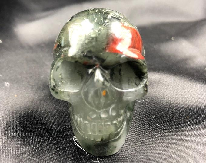 Crystal skull. Skull carved by hand agate seaweed red jasper. 5cm in length.