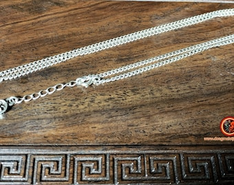 Silver chain 925. Gourmet mesh. Musket clasp. Length 46 to 52cm, weight of 5 grams.