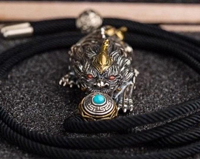 Pendentif de protection Feng Shui, Pixiu, fils du dragon. Argent 925, cuivre, turquoise, agate dite nan hong.