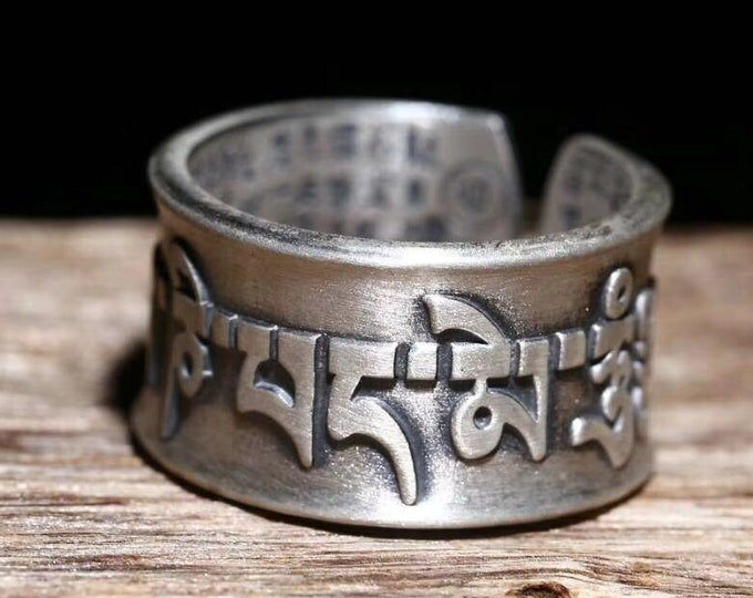 """925 silver Buddhist ring, mantra of compassion """"om mani padme hum"""". Sutra from the heart inside, double vajras.h Yuty"""