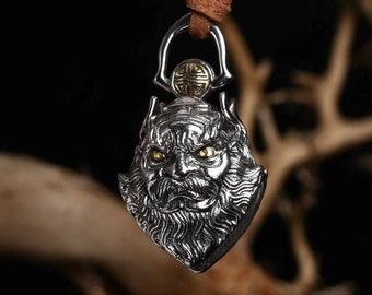 """pendentif, amulette de protection Taoïste, grelot """"chasse fantôme"""" en forme de Zhong Kui  . argent 925 et cuivre."""