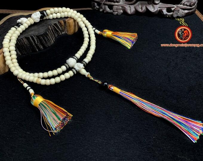 Mala, chapelet de prière et de médiation bouddhiste. Mala tibétain. Mala de l'impermanence. 108 perles d'os, 4 crânes en os sculptés.