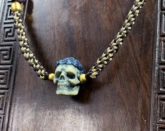 Pendentif crâne. crâne netsuke. Crane entierement réalisé à la main en bois de cerf. pendentif crane de Bouddha. creation ethique et durable