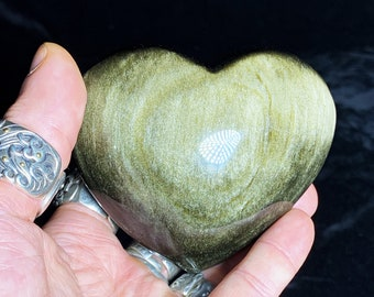 heart in golden obsidian.  Originally from Mexico.  Quality A-Size 79/86/38mm weight of 0.300kg