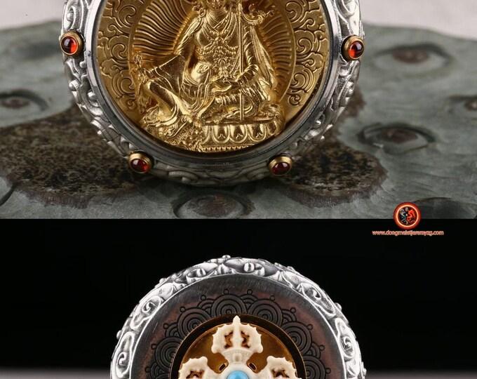 amulette, pendentif de protection bouddhiste Guru Rinpoche. Dorje en ivoire de mammouth tournant au verso Argent 925, or 24K ébéne, grenat.