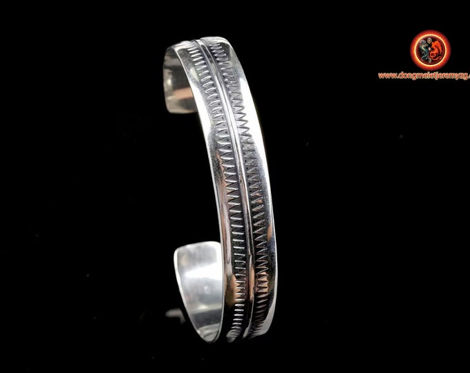 Bracelet rush in silver 925. punched. Width of 11 mm, silver weight of 23 grams. length of 20cm, adjustable size because open
