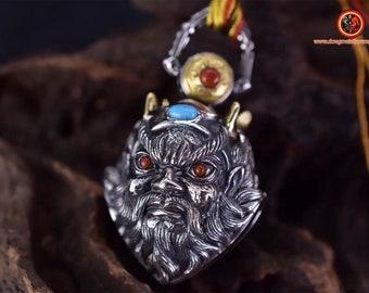 """pendentif, amulette de protection Taoïste, grelot """"chasse fantôme"""" en forme de Zhong Kui  . argent 925 et cuivre. Urquoise et agate nan hong"""