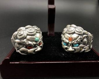 """Bagues lion gardien « Tang Shi ». Argent 950 turquoise d'Arizona, agate dite """"nan hong"""" (rouge du sud du Yunnan)"""