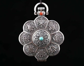 """Tibetan Buddhist reliquary. 8 auspidy signs of Buddhism, double dorje. Silver 925 turquoise Arizona agate called """"nan hong"""" of Yunan"""