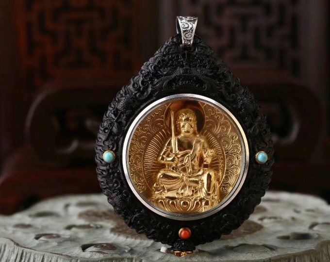 Acala Buddhist protection reliquary. Benewood, gold-plated silver, Arizona turquoise, agate called nan hong (south red) of Yunnan
