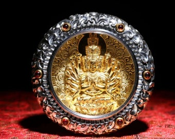 Tibetan Buddhist protection amulet, Chenrezi thousand arms, garnets, silver plated gold 18K, mantra of compassion engraved on the back.
