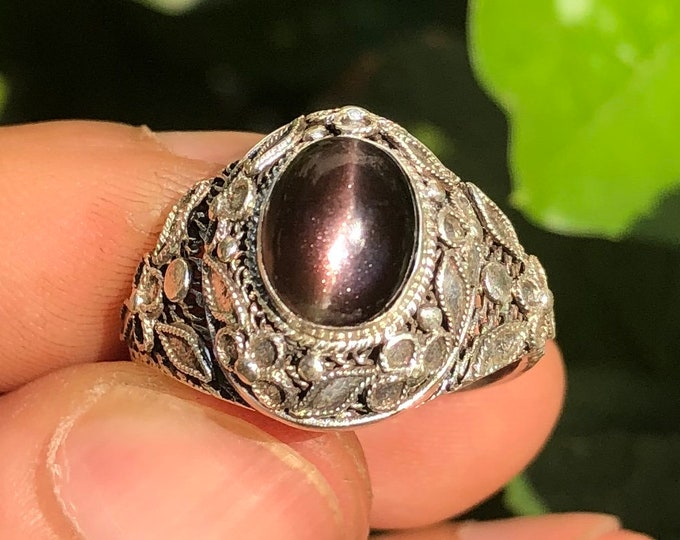traditional ring, Pekinoise jewelry. Adular (moonstone) black has cat eye effect. Silver 925