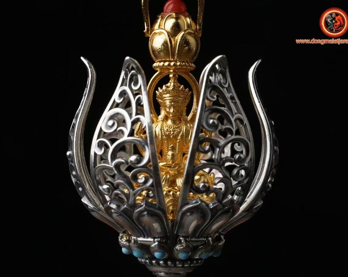 Amulet, Buddhist pendant. Guan Yin, Chenrezi in a Lotus with 6 petals. Silver 925, gold plated 24k pendant opening thanks to a button
