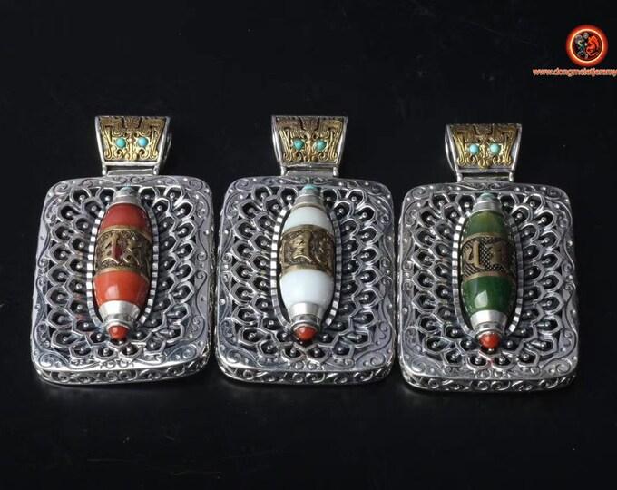 Pendentif,  bouddhisme tibétain, inspiration DZI (agate sacrée tibétaine) mantra  de la compassion, argent 925, cuivre, jade ou nan hong.