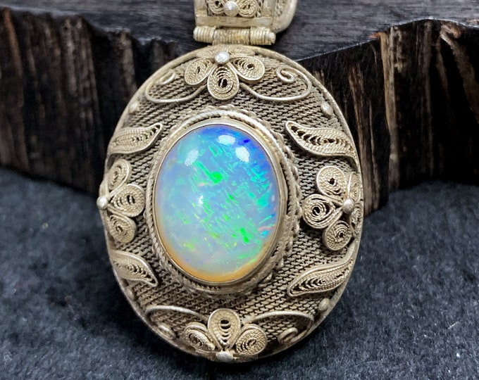 Silver pendant 925 watermark. Pekinian Traditional Jewelry Opal. Unique piece entirely handcrafted.