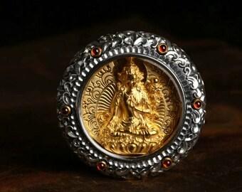 Amulette de protection bouddhiste tibetain, Manjushri, , argent 925, grenats, argent plaqué or 18K,mantra de la compassion gravé au verso.