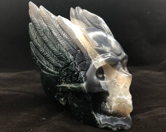 Garlic idle skull. hand-carved skull. quartz prase and agate. unique piece.