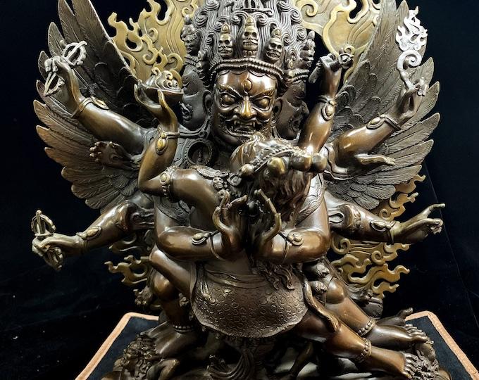 Grande statue bouddhiste en bronze. vajrakilaya, Phurba (tib.) en Yab yum forme courroucée du Bouddha Vajrasattva. Statue pour les temples
