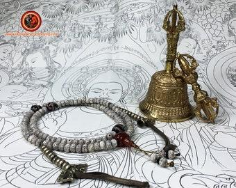 Dorje, drilbou et malas, vajra cloche et chapelet instruments de culte, rituel bouddhiste vajrayana tibetain. bouddhisme esoterique,