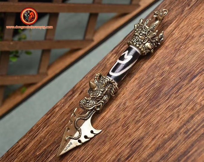 """Phurba bouddhiste. Dague pour vaincre les demons. Cuivre, Agate sacrée tibétaine, DZI de la """"fleur de lotus"""". esoterique, vajrayana,rituel"""