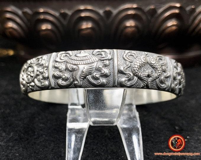 Bracelet jonc bouddhiste argent 999. 8 symboles sacrés du bouddhisme représentant le corps de Bouddha. bracelet poinçonné et expertisé.