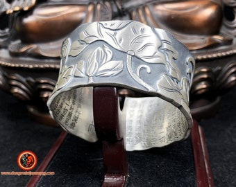 Buddhist rush bracelet, heart sutra and lotus flower. Silver 925 punched Open bracelet adjustable to all sizes Weight of 117.5 gr.