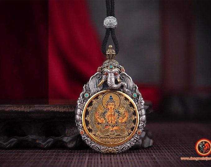 Amulette protection bouddhisme tibétain Bouddha. Chenrezi surmonté de Ganesh argent 925. thangka peint à la main Mantra tournant au verso.