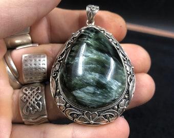 traditional pendant, Pekinoise jewelry. Seraphinite.  Silver 925