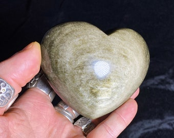 heart in golden obsidian.  Originally from Mexico.  Quality A-Size 79/93/40mm weight of 0.307kg