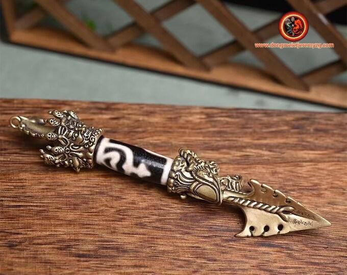 Phurba bouddhiste. Dague pour vaincre les demons. Cuivre, Agate sacrée tibétaine, authentique DZI du nectar. esoterique, vajrayana,rituel