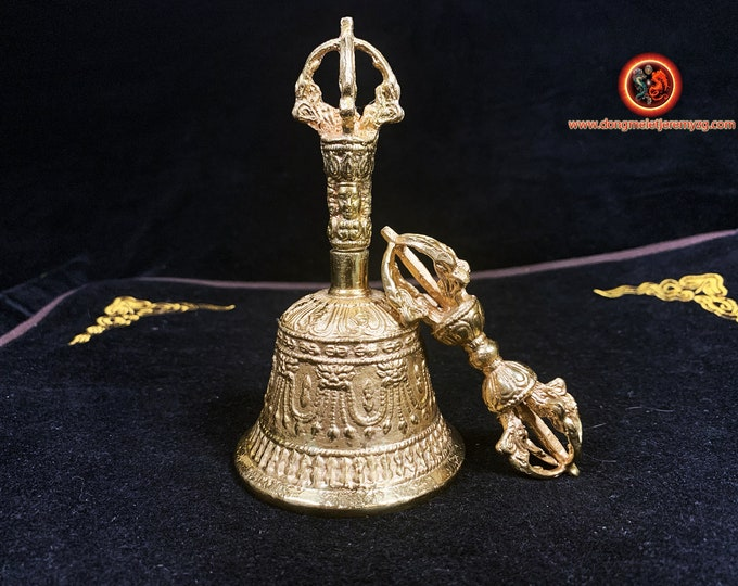 Cloche, vajra, drilbou, dorjé, bouddhisme esoterique vajrayana. Laiton Instruments de culte opérationnel. Tibet, Japon, bouddhisme tantrique