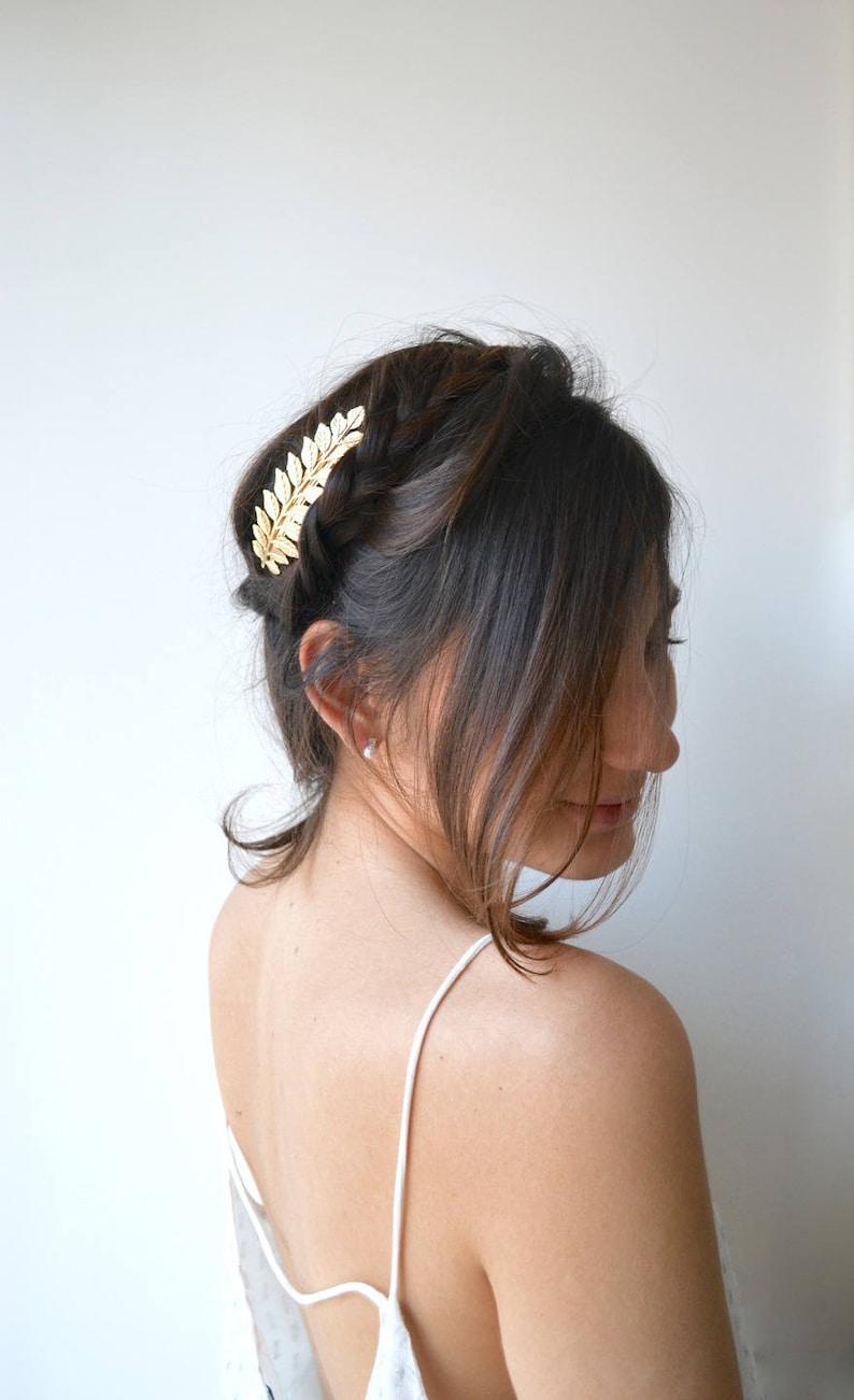 hübsch und bunt kommt an Vielzahl von Designs und Farben Goldenes Stirnband der Ehe. Strip-Blätter und Blume Hochzeit Tiara. Ende  und raffinierte Juwel. Römische, griechische, romantischen Stil.