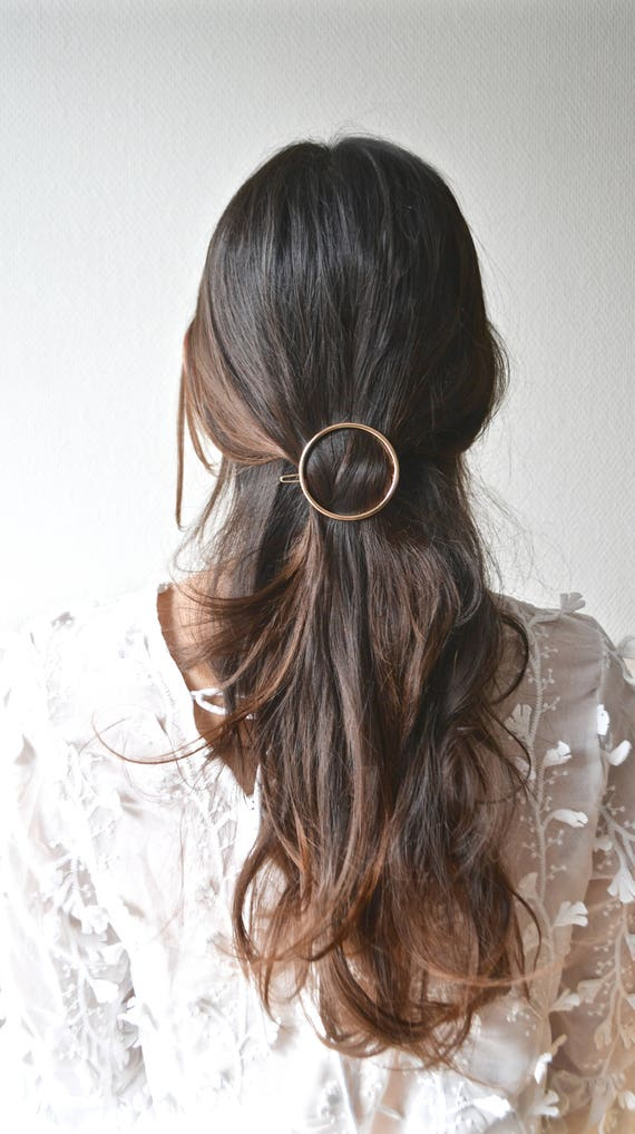 outlet mode designer Design moderne Barrette minimaliste cercle. Bijou de cheveux, pince doré, argenté,  circulaire anneau. Accessoire fin, raffiné, bohème, brillant, simple.