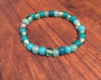 Beaded turquoise bracelet with silver accent