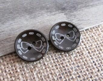 10 x buttons round 23mm wooden bowtie pattern