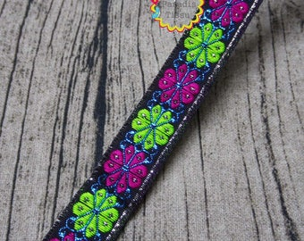 1 x metre lace sequined Ribbon embroidered flowers 1.9 cm at the black background