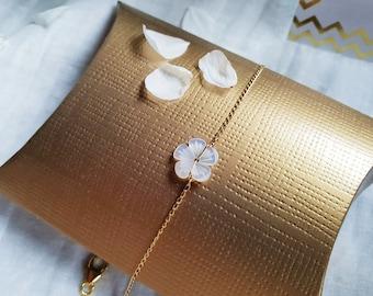 Bracelet BIANCA perles fleurs en Nacre & chaîne en plaqué or gold filled ou argent 925, bijoux fins