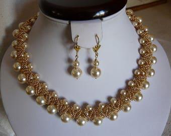 "NECKLACE ""lady Godiva"" cream and gold"