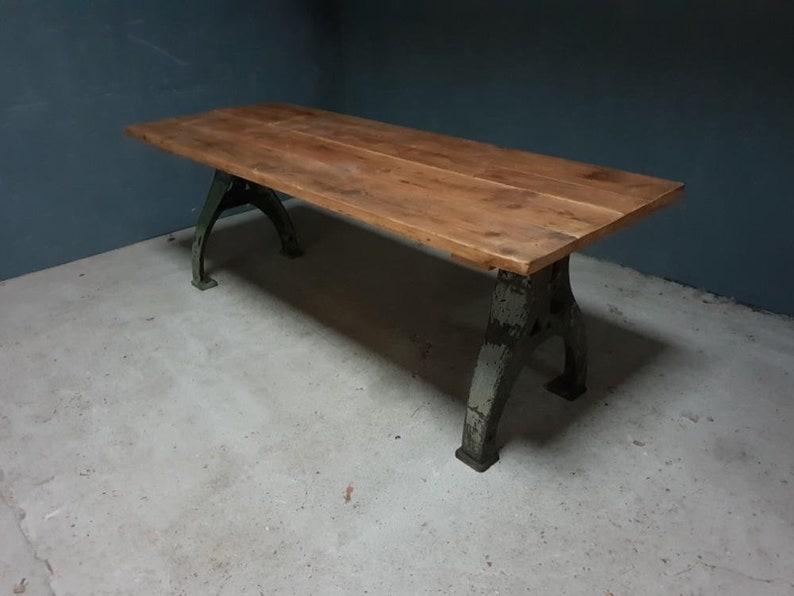 Tavolo Da Pranzo Industriale : Tavolo da pranzo industriale dura sulle gambe di ghisa etsy