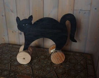 Wooden skateboard cat: games of yesteryear