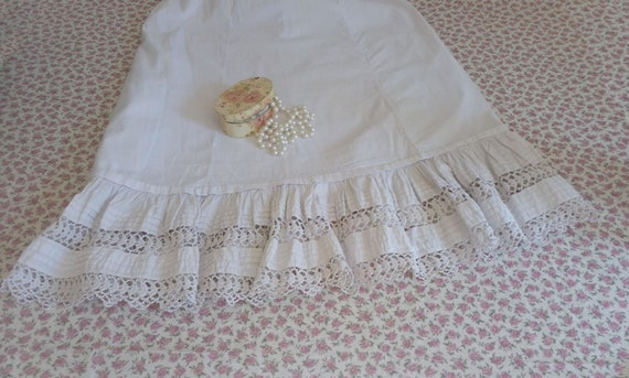 Old petticoat / grandmother's petticoat / old whit