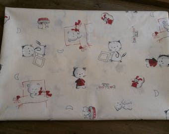 Cotton fabric coupon 50 X 50 cm / patterns cats / very light yellow background