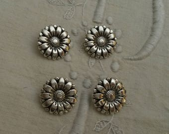 Set of 4 round metal buttons / Silver / flower shaped buttons