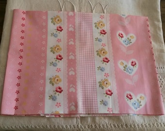 Floral fabric coupon 50 X 50 cm / pink gingham pattern, flowers and hearts