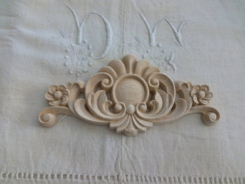 Moulding 17 8 X 8 5 cm wooden carved / armoire pediment / decor with  flowers and scrolls