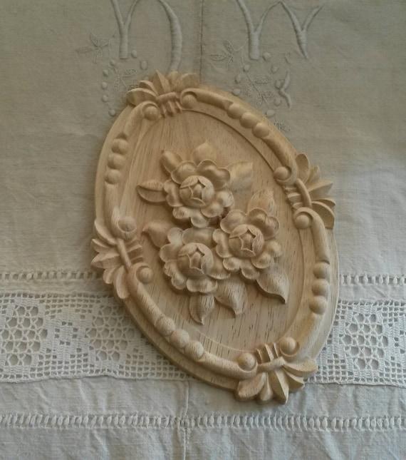 Frame 21 X 15 cm wooden carved oval medallion  armoire pediment  old pink decor