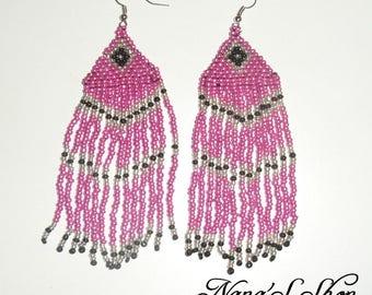 Earrings woven pink, black details.