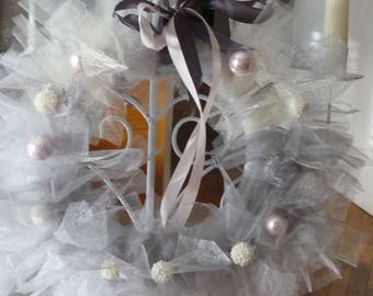 Hanging tulle wreath